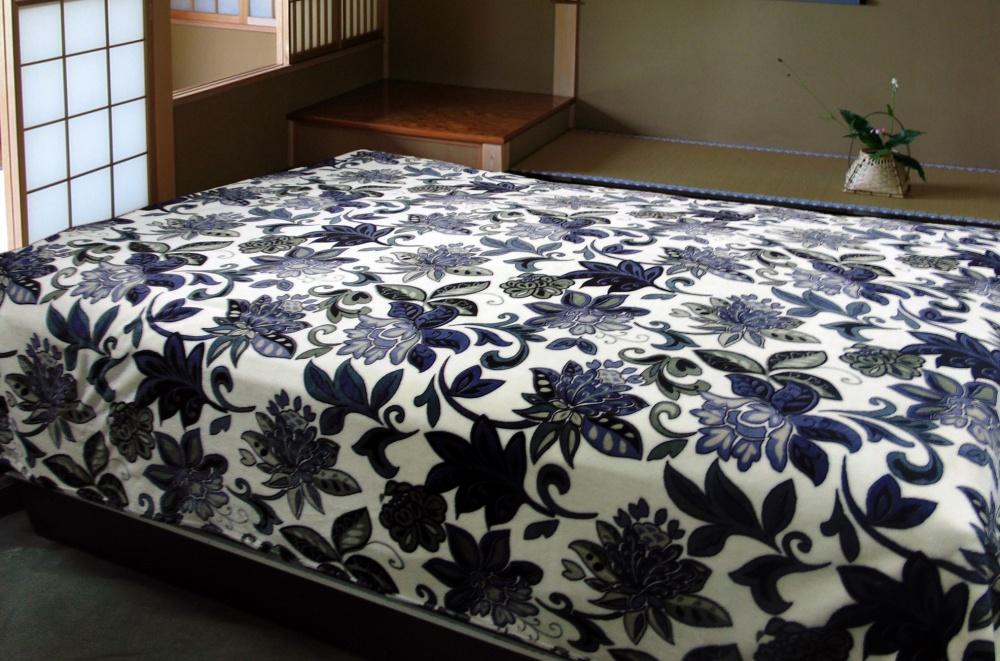 Покрывало-плед Синий цветокПокрывало из меха<br><br><br>Размер: 180х210