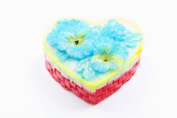 Мыло ручной работы Сердце с фиалкамиПодарки на День рождения<br><br><br>Размер: Фруктовый