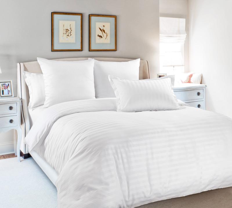Комплект постельного белья Снежана из сатинаСатин<br><br><br>Размер: Евростандарт (4 нав) 70x70 (2 шт) и 50х70 (2 шт)